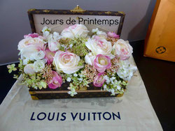 malle-fleurs-louis-vuitton-garnie fleurs-artificielles