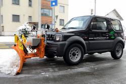 Allradfahrzeug mit Schneepflug, wendig und effizient! Foto: ©2012 Maag-isch GmbH Altendorf
