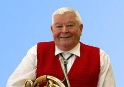 Manfred Lommatzsch, der mit dem Horn bläst!