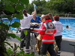 Notfall, Freibad, DRK, Ammerbuch, Infusion, Rettung, Fernotrage, Rettungsdecke,