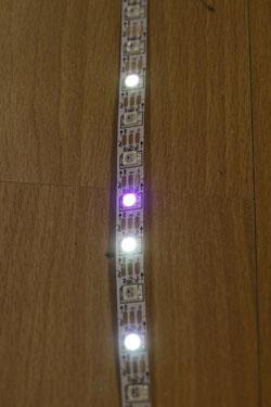Hier ein paar der LEDs in Betrieb. Schön die unterschiedlichen Farben zu erkennen...