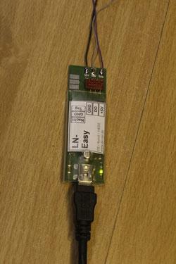 Hier die Steuereinheit. Wird mit eigener Stromversorgung geliefert und wird am USB Port zum Programmieren angeschlossen.