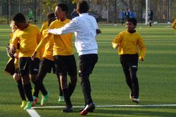 D2-Jugend: Jubel nach dem Treffer zum 2:1, ...