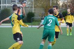 Hoch das Bein: B1-Jugend gegen FC Stoppenberg.