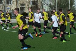 A-Jugend im Spiel gegen Schonnebeck. - Fotos: mal.
