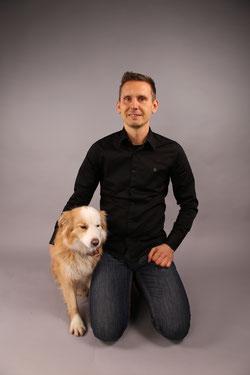 Thomas Härtel mit Firmenhund Frizzi