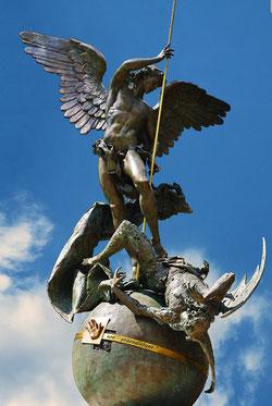 Statue de Saint Michel, bénie par François Ier lors de la consécration du Vatican à Saint Michel et Saint Joseph