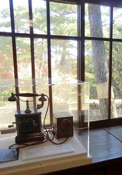 ●デルビル磁石式卓上電話機