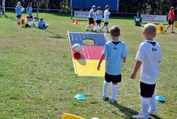 Bürogolf spielen Frankfurt Fussballgolf Eventmodule Verleih Hüpfburg mieten Kinderanimation