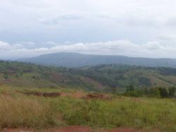 Die weitläufige Berg- und Tallandschaft von Karagwe, Heimat der Schule.