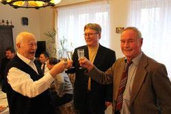 K. Eulitz und G. Naumann gratulieren ebenfalls