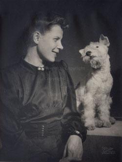 Nr. 1522 Madame D mit Hund