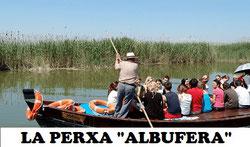 La Percha en la Albufera de València, es una modalidad de navegación que se usa un palo largo para empujar la barca.