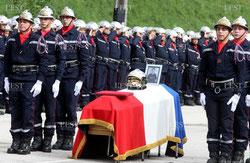 POMPIERS DECES MORT CERCUEIL DRAPEAU HOMMAGE
