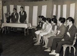 東京バレエ学校発足式 中央にワルラーモフ 公益財団法人 日本舞台芸術振興会(NBS)提供
