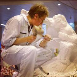 汐留アートフェスティバルでのライブ彫刻制作