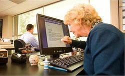 French Hackeuse ou correctrice à l'ancienne avant l'envoi de mails ?