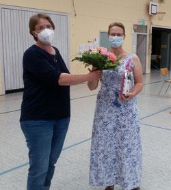 Frau Hingst verabschiedet unsere Schulelternbeiratsvorsitzende Frau Burghardt