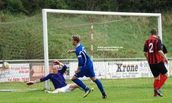 VfL-Kapitän Erik Hündling dreht jubelnd ab. Soeben hat er den Treffer zum 3:3-Ausgleich erzielt.
