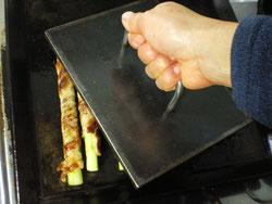 生アスパラガスの肉巻き鉄板プレス料理