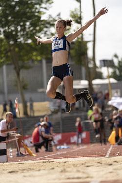 Nachwuchsspringerin Enie Dangelmaier flog auf 5,89 Meter, hätte aber gern die 6-Meter-Marke geknackt. (Archivfoto)
