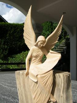 Engel Schnitezerei Holzengel