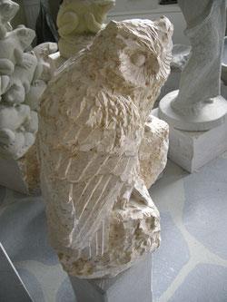 Natursteineule Steineule Uhuskulptur Bester Bildhauer