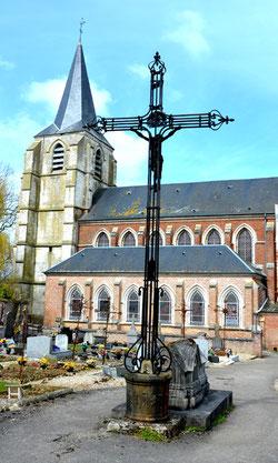 La croix centrale du cimetière de Nouvion