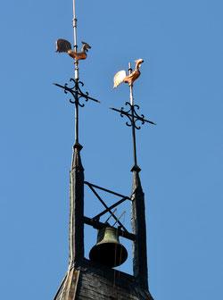 Les croix du clocher de l'église de Curchy-Dreslincourt