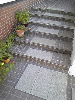 外階段犬・犬クッション・犬滑らないエアーマット