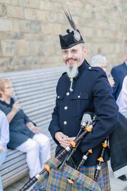 """Dudelsackspieler Michael Hoffmannunterstützt den Posaunenchor regelmäßig bei Auftritten mit """"Highland Cathedral"""""""