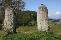 谷地中の石鳥居