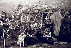 Familia Saami a finales del siglo XIX. Foto (CC): Wikipedia.org