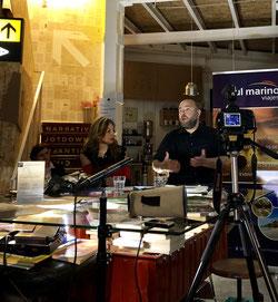 """Manolo Espaliú presenta """"Viaje a Persia"""" en la librería Caótica de Sevilla. Por: Laura Delgado"""