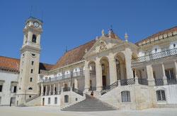 Patio de las Escuelas de la Universidad de Coimbra. © Lupe Rangel.
