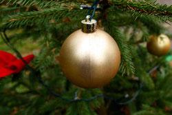 17 Goldene Weihnachtskugel/Golden christmas ball