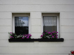 33 Fenster eines Hauses/Windows of a house
