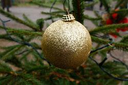 18 Goldene Weihnachtskugel/Golden christmas ball
