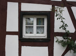 35 Fenster eines Altbaus/Window of an old building