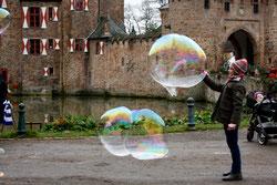 20 Mädchen mit Seifenblasen/Girl with soap bubbles