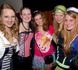 Ob als Feuerwehrfrau, Matrosin, Show-Tänzerin oder Eiscreme-Hörnchen: Bei der Auswahl ihrer Kostüme bewiesen diese jungen Närrinnen viel Fantasie.