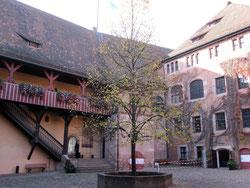 Kaiserburg Nürnberg, innerer Burghof mit Palas und Kemenate
