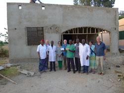 Baustelle des Radiologiegebäudes mit Spendenübergabe