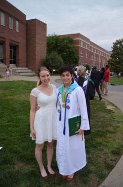Zusammen mit einer Schülerin nach dem Abschluss