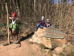 Leonie und Nico Lehberger hatten sehr viel Spaß beim Entdecken des Walderlebnispfads auf dem Litermont.