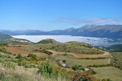 Über den Wolken: Norcia im Nebel