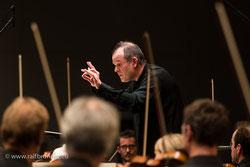 Chefdirigent Francois-Xavier Roth während des Abschlusskonzerts der Donaueschinger Musiktage 2015