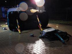 Bei diesem Szenario konnten wir unser Material zum Abstützen von Fahrzeugen ausgiebig testen.