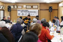 参加者を魅了した榎本さんのギター演奏
