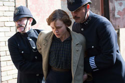 Carey Muligan, suffragette embarquée par la police (©Pathé Distribution)